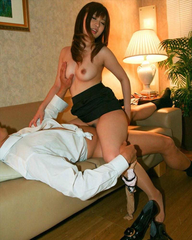 着衣セックスを騎乗位で!