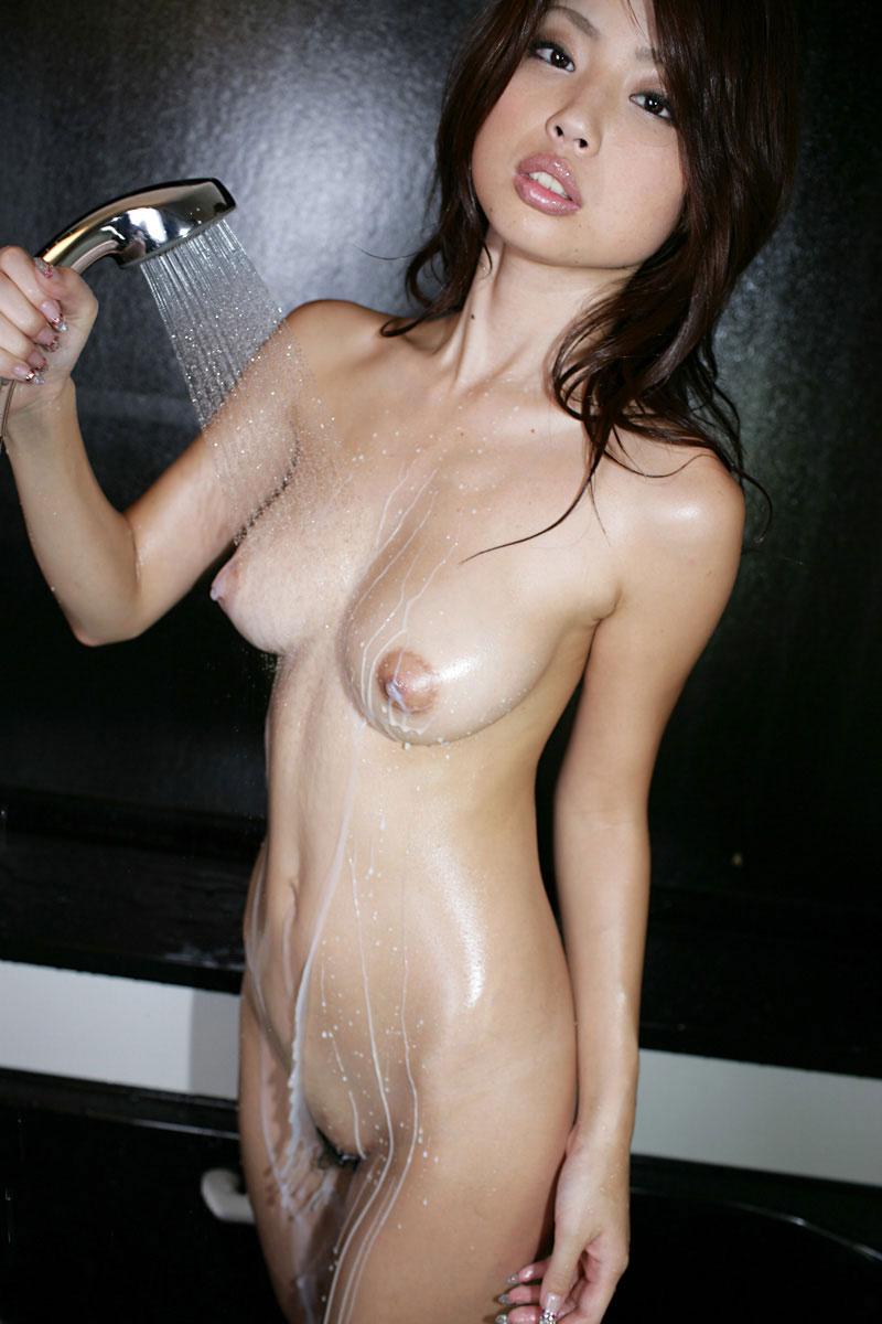 シャワー浴びてるお姉さん!