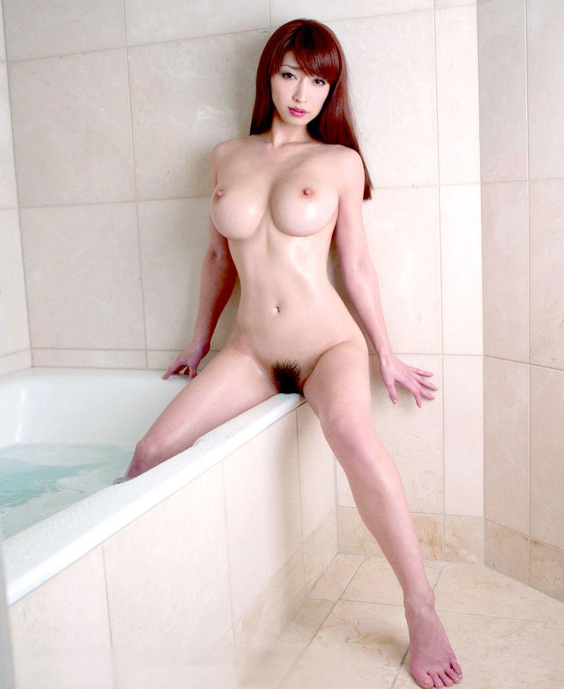 お風呂で全裸の美女!