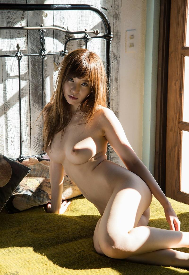 美女の全裸にムラムラ!
