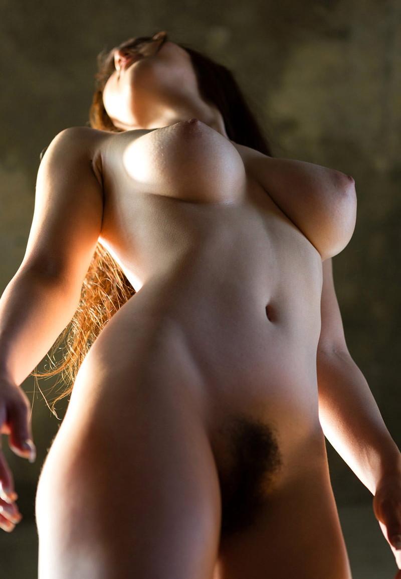 くびれもエロいスタイル抜群な裸!