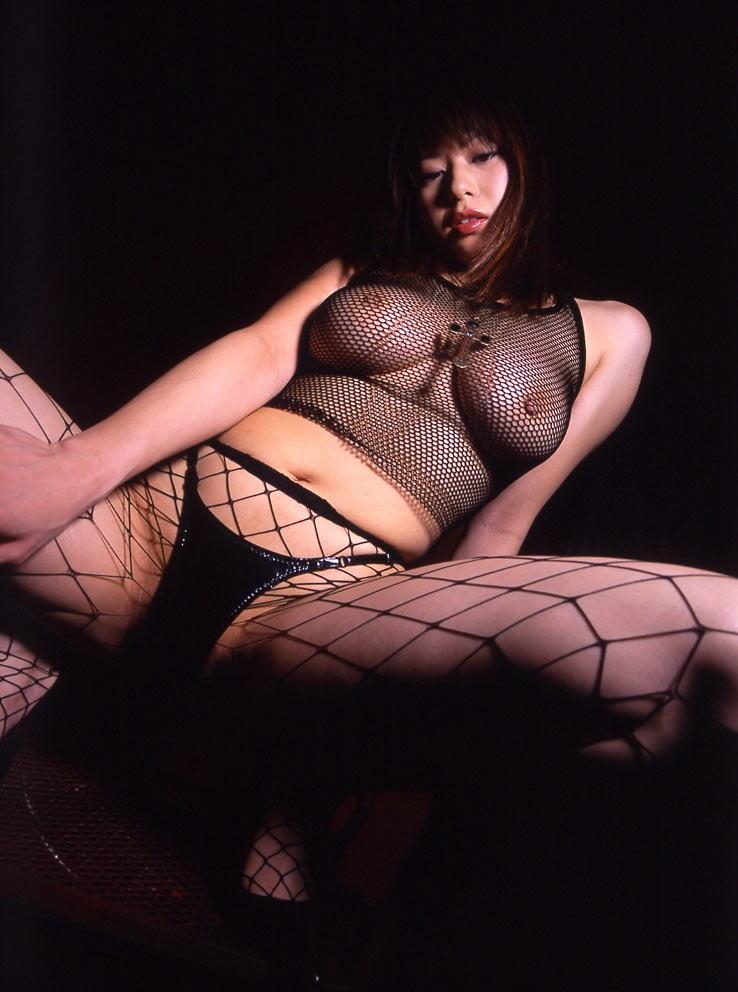網タイツから透けて見える乳首にムラっと!