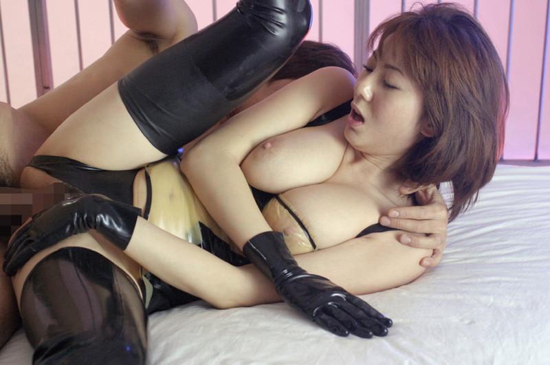 ボンテージ着ながら側位セックス!