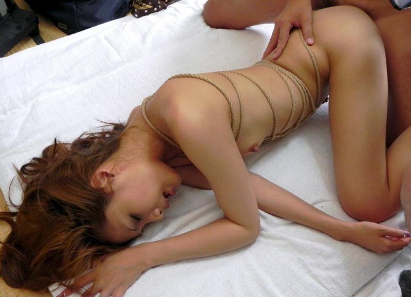 緊縛されながら全裸セックス!