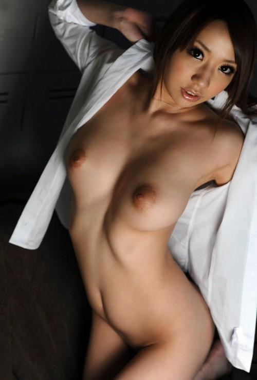 全裸に白シャツ羽織ったらこんな感じ!