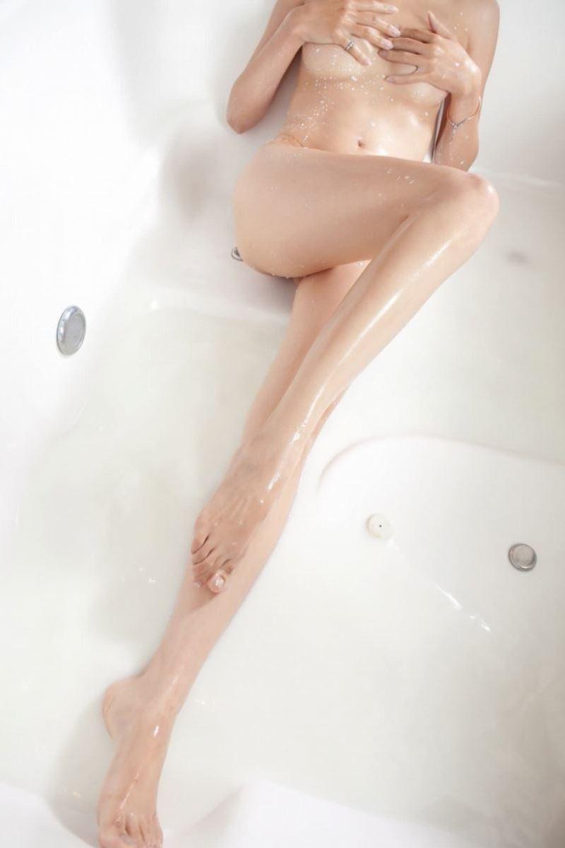 濡れる体がなんとも色っぽい!