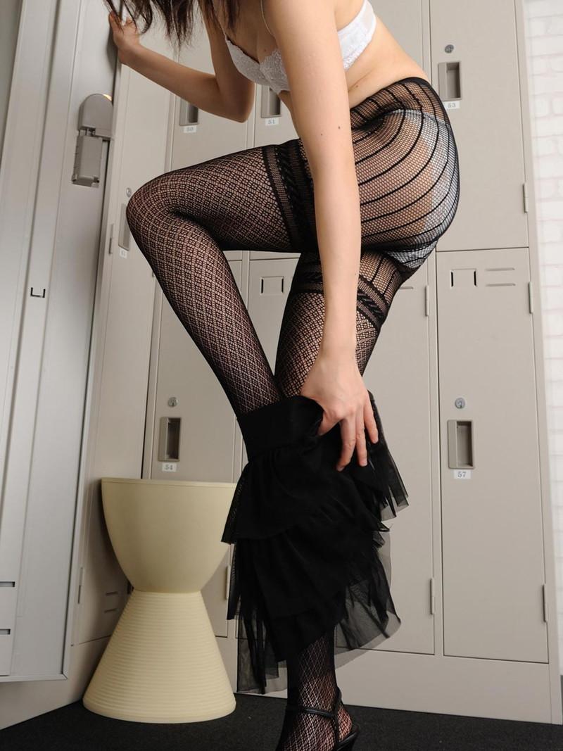 ロッカールームで美脚!