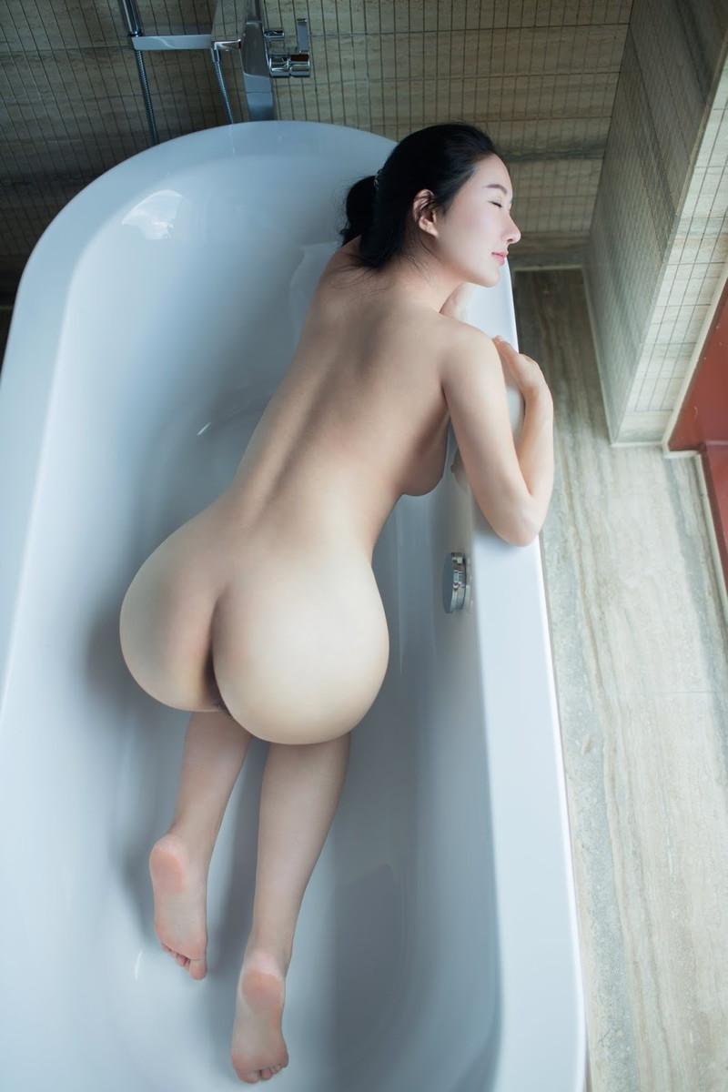 四つん這いで入浴中!