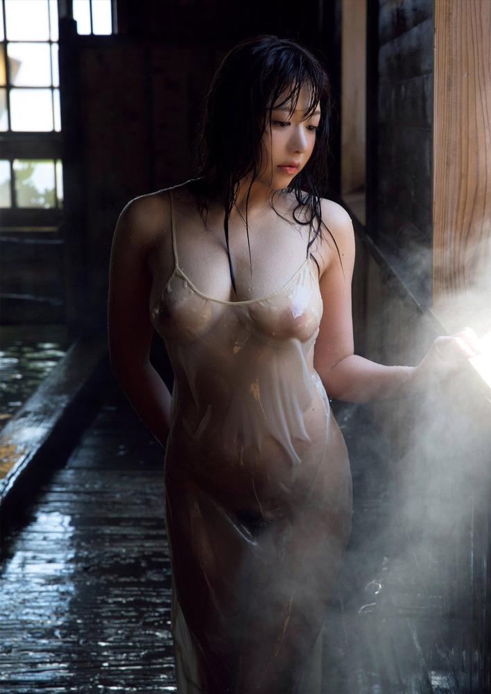 濡ら透け状態で乳首が…