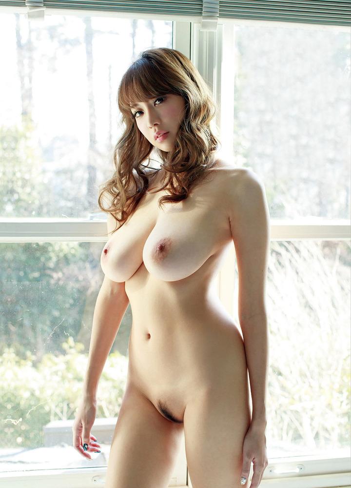 金髪美女の美乳にドキドキ!