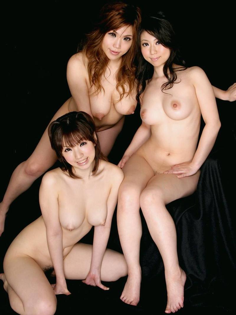 3人揃って素っ裸!