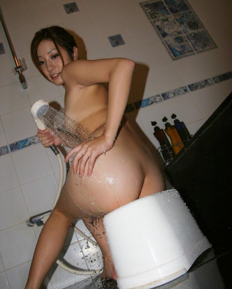 お尻を中心にシャワーが当たる!