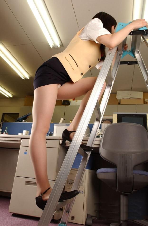 脚立も迂闊に登れない!?