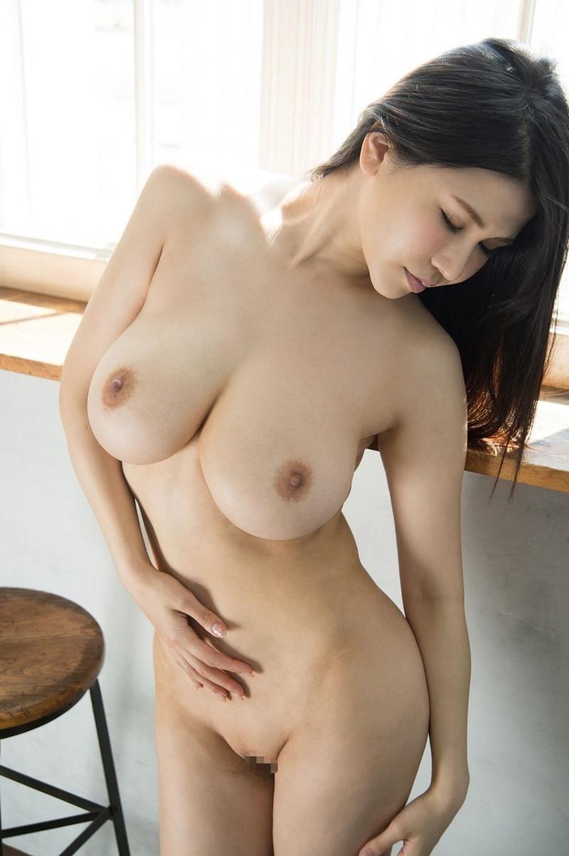 色っぽい黒髪美女の巨乳ヌード!