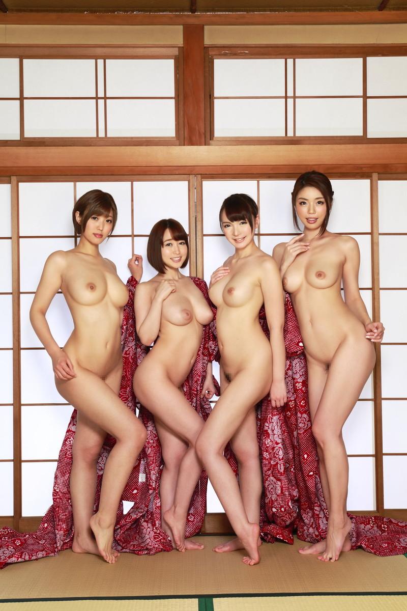 和室で複数ヌード!