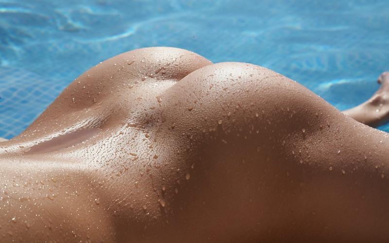 プールサイドと濡れ尻!