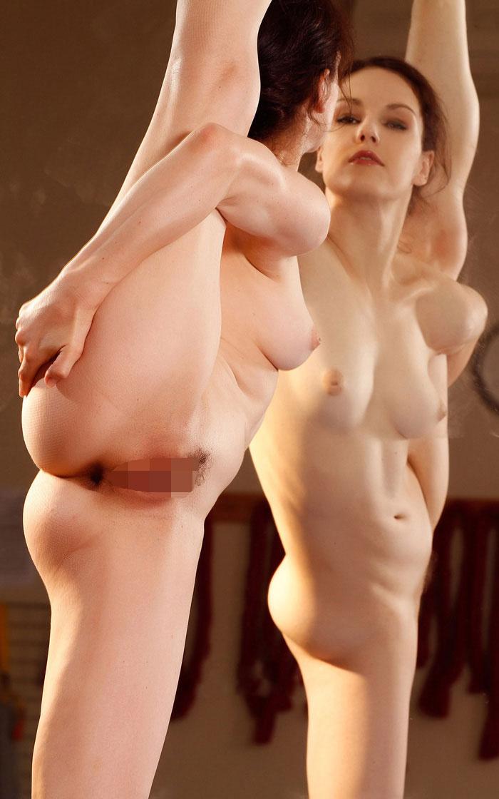 体から柔らかい美女のフルヌード!