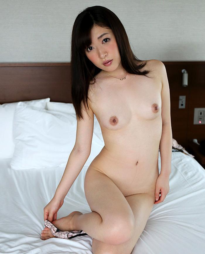 ベッドの上で全裸という最高のシチュエーション!