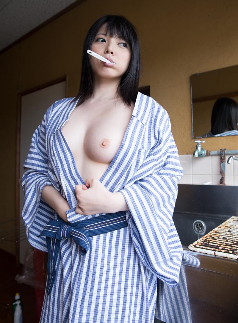 歯ブラシ中の和服美人!