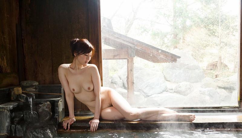 綺麗な温泉と綺麗なお姉さん!