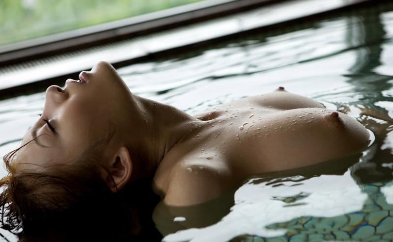 気持ち良さそうな入浴シーン!