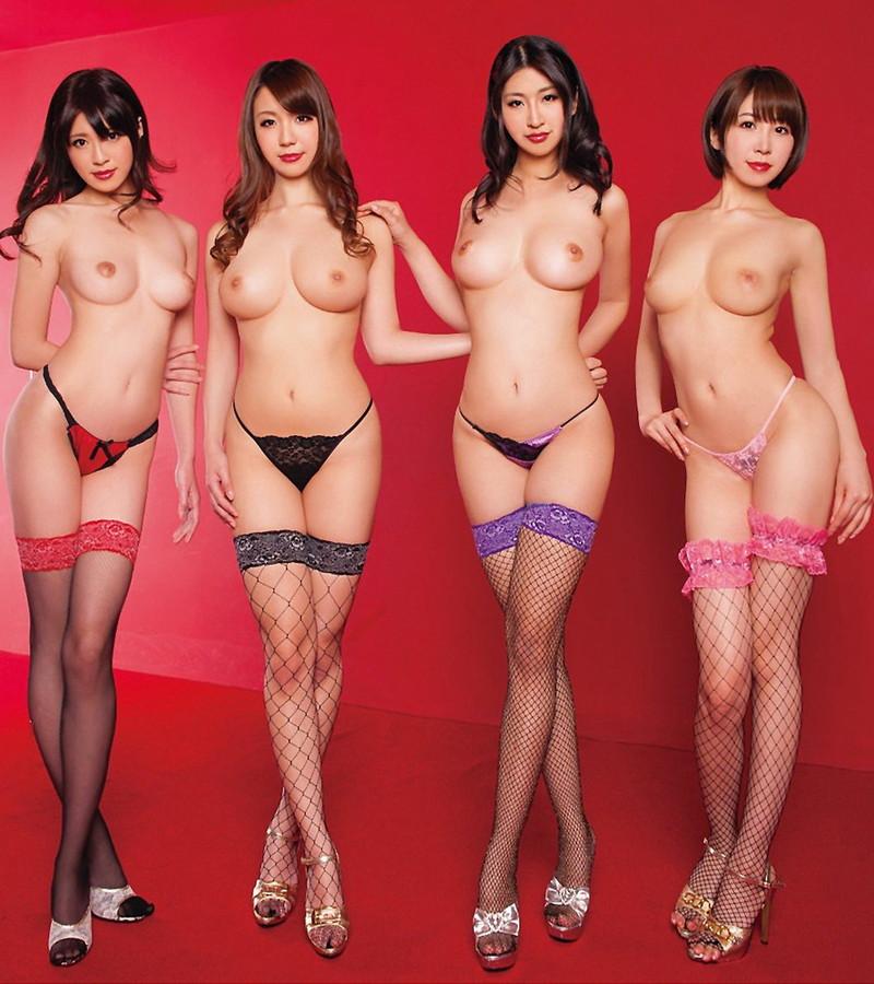4人の美女が並んで複数ヌード!