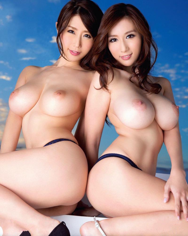 美女2人のおっぱいにムラムラ!