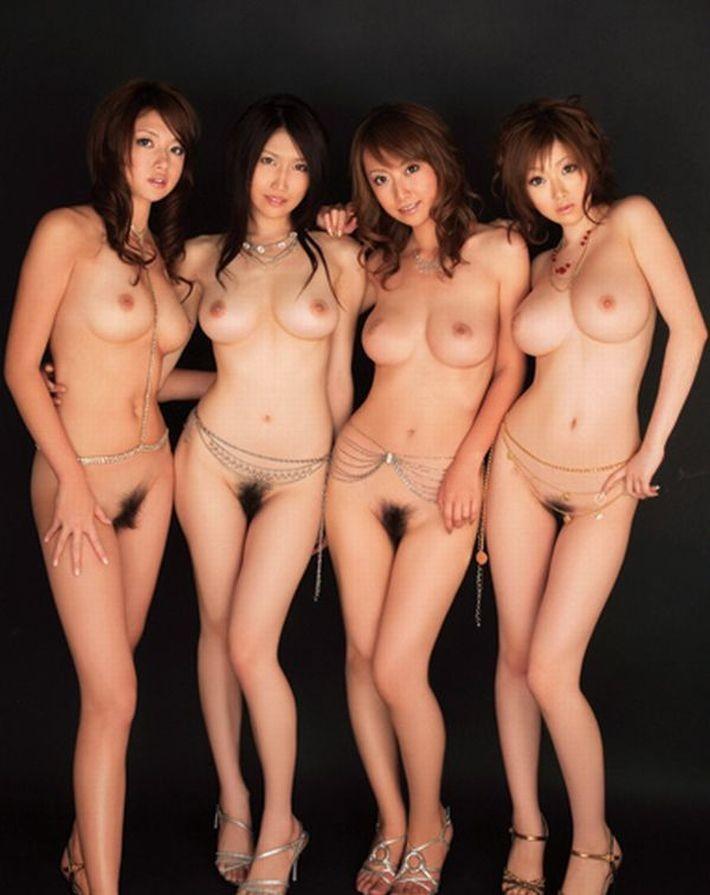 綺麗なお姉さん4人の複数ヌード!