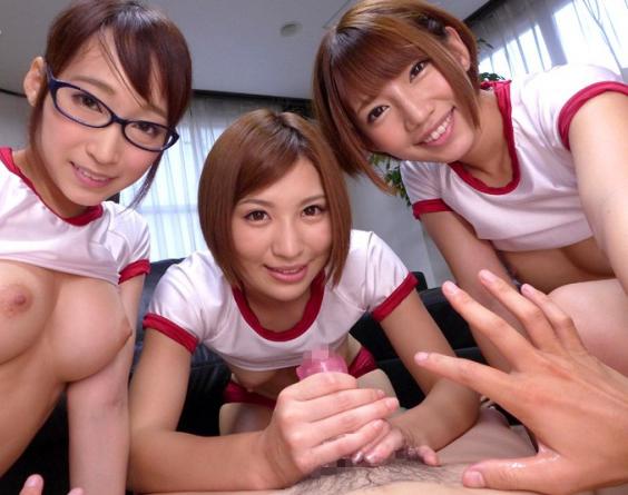 ハーレムプレイを美少女3人と!
