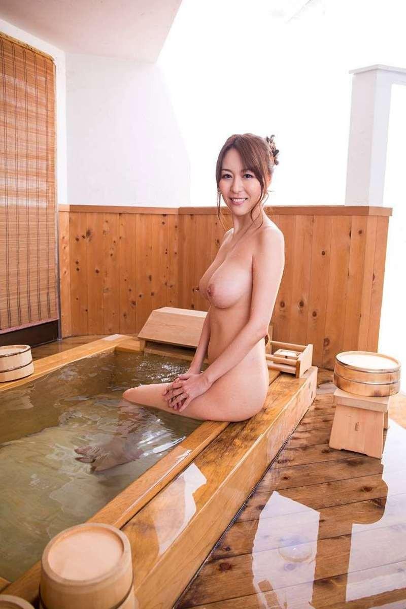 一緒に美熟女と入りたい湯船がある!