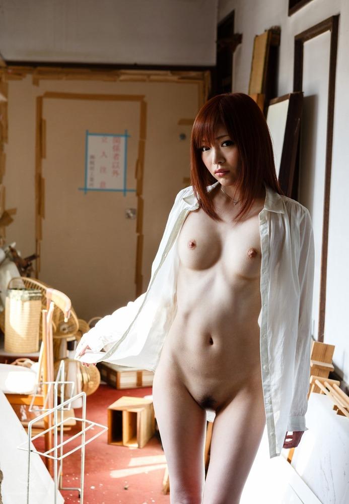 全裸に白シャツがそそられる!