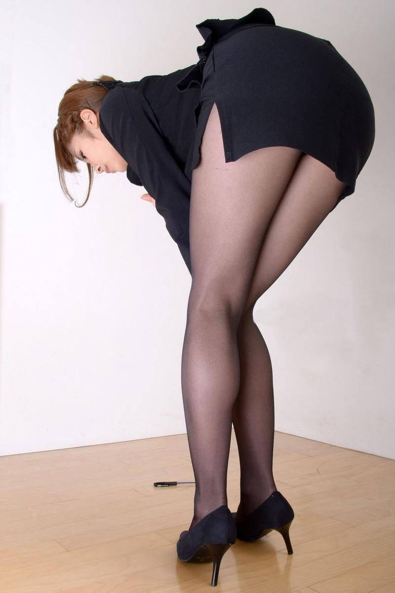 ミニのタイトスカートってたまらない!