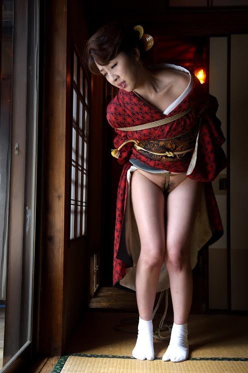 股縄に感じる和服美女!
