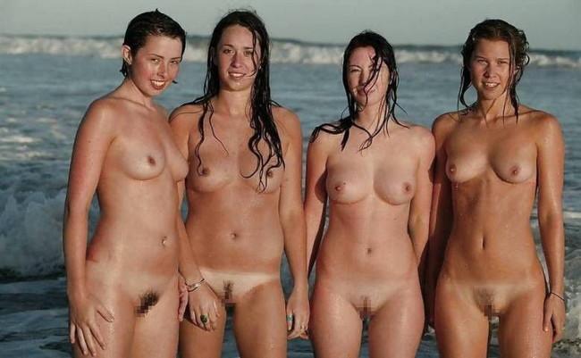 複数ヌードを海辺で!