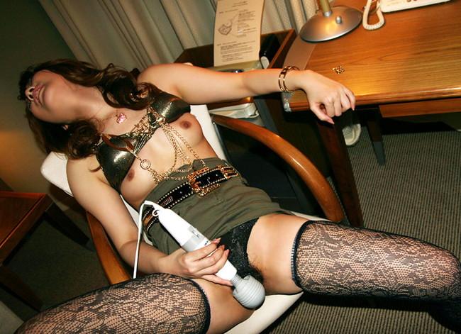 ホテルの椅子で電マオナニー!