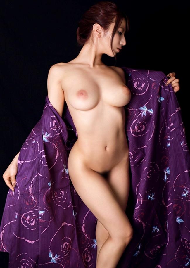 綺麗なお姉さんのナイスバディーな裸に…