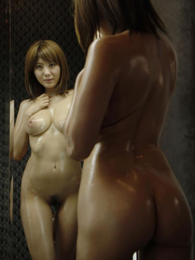 ヌルテカ美女が鏡の前でフルヌード!