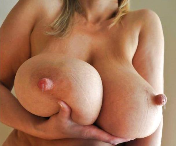 ボリューム満点の垂れ乳!