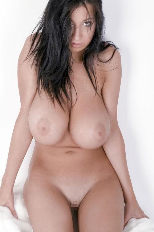 パイパン美女の垂れ乳!