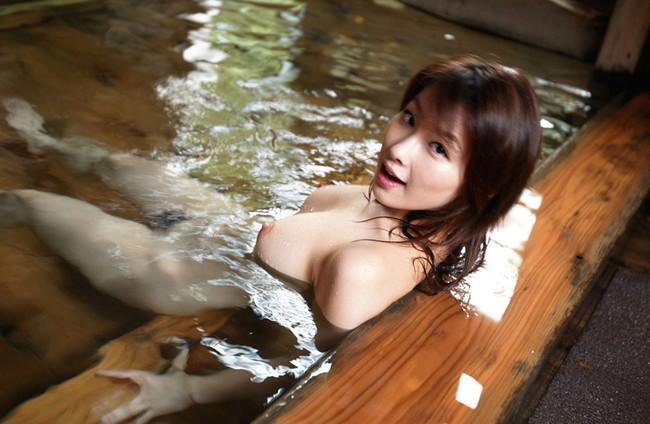 温泉ヌードに魅せられ…
