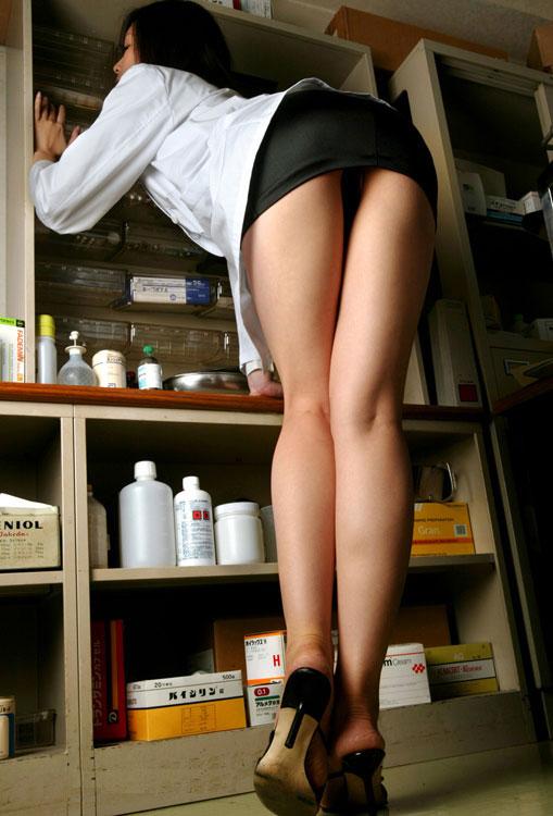 女医が美脚で堪らない!