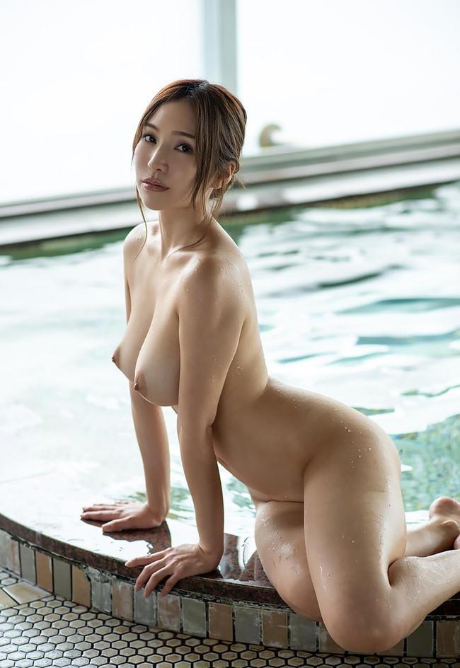 温泉で入浴中は勿論裸!