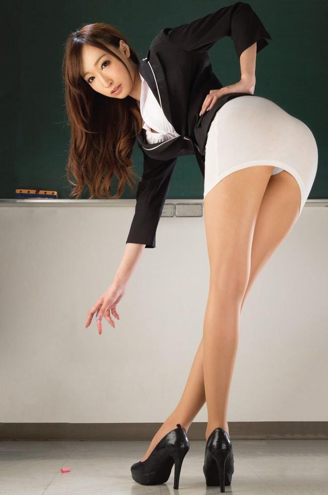 女教師は美脚!