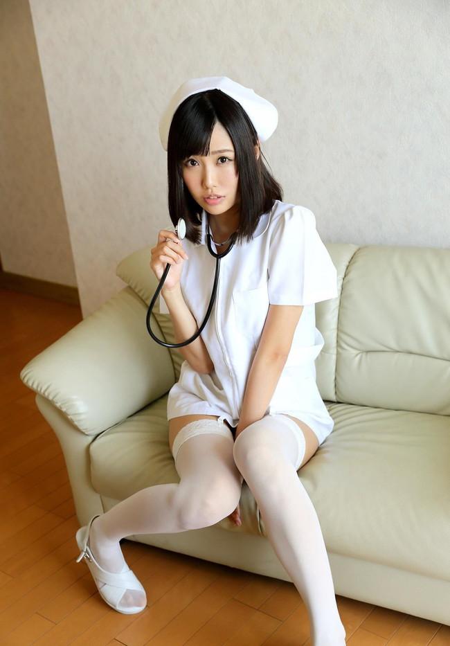 白衣の天使がミニスカ!