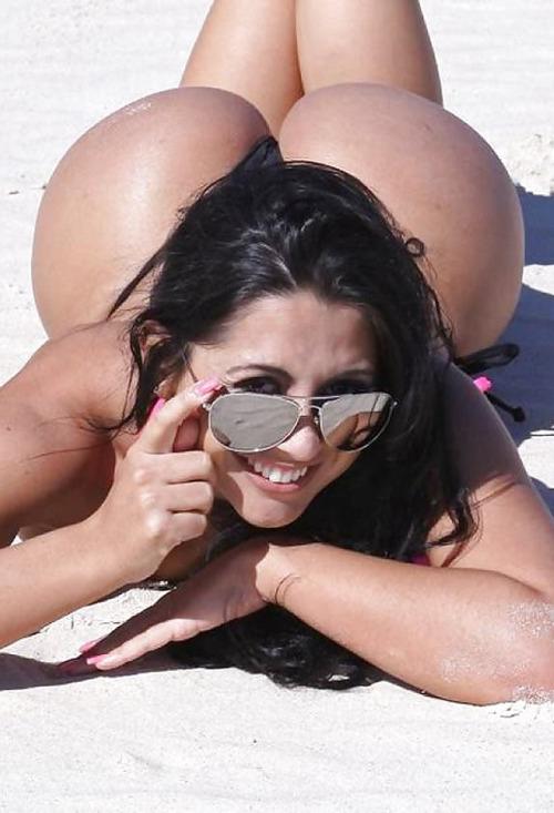 外国美女のビーチでフルヌード!