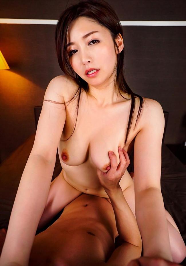 綺麗なお姉さんとのセックス中の主観画像がエロい!