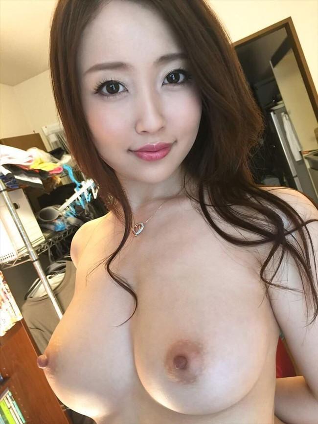 美巨乳がそそる美女の自撮り画像!