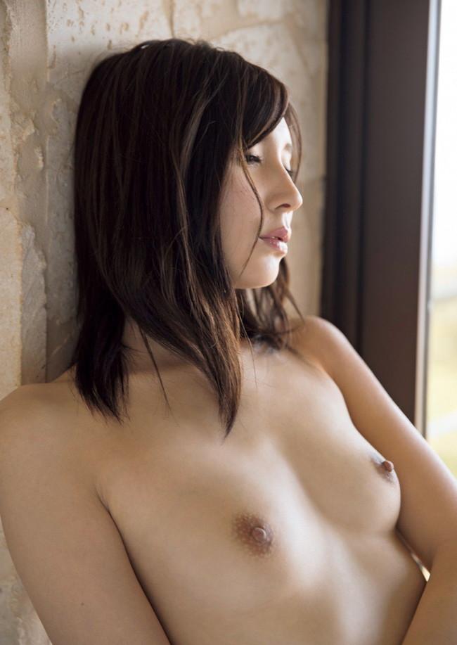 乳首綺麗な貧乳おっぱいがエロい!