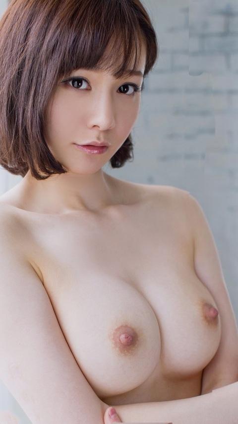 ショートカット美女のエロい美乳!