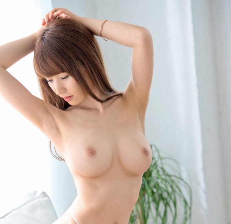 スレンダー美女の腋と巨乳にムラムラ!